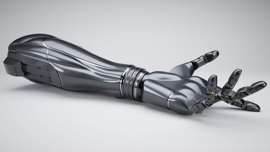 Un bracio bionico controllato dalla mente