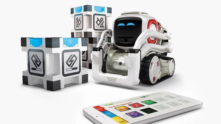 Il robot Cozmo, capace di interagire e imparare dall'ambiente, è un ottimo primo approccio alla robotica e alla programmazione per i più piccoli, ma non solo.