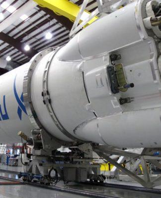 Ingegneri informatici ed elettronici hanno un ruolo cruciale nella costruzione di velivoli spaziali. Vediamo l'hardware che ha permesso a una Tesla Roadster di SpaceX di orbitare intorno al nostro pianeta e di addentrarsi nelle profondità del Sistema Solare.