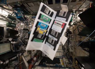 Il comandante della Stazione Spaziale Internazionale, Alexander Gerst, ha fatto una simpatica scoperta: dei floppy disk risalenti al 1995.