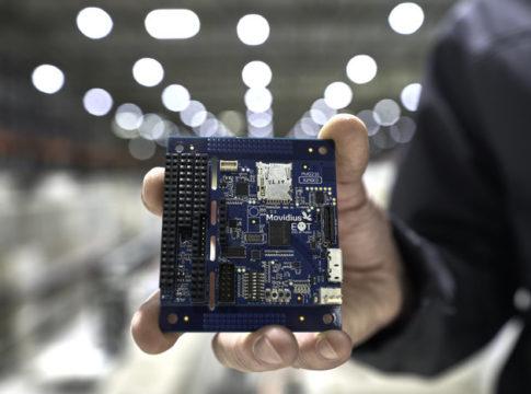 Myriad 2, basato sull'AI e sottoposto a radiazioni all'interno di un acceleratore di particelle del CERN, potrebbe essere utilizzato nello spazio a bordo di CubeSat.