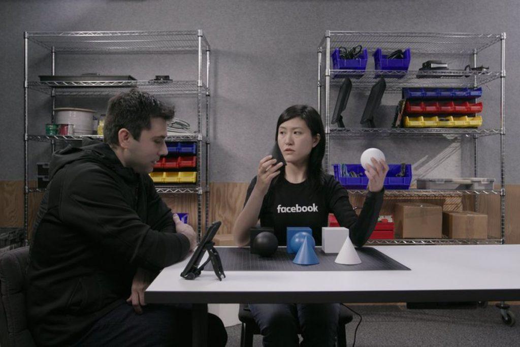 Alcuni ingegneri della divisione R&D al lavoro sui prototipi per lo skin hearing. Credits:theverge.com