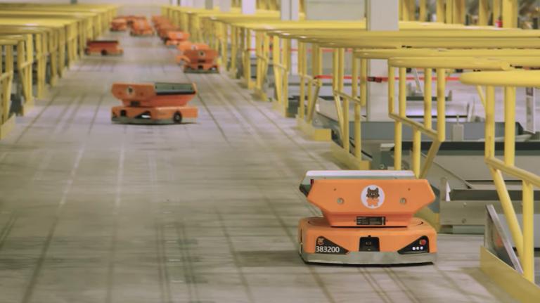 Il robot Pegasus di Amazon in funzione. Credits: technologyreview.com