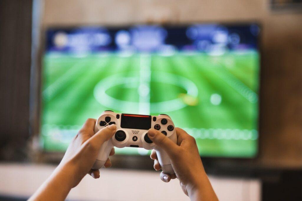 Il mondo del gaming si sta evolvendo sempre più consentendo a utenti sparsi nel mondo di divertirsi, questo grazie alla realtà aumentata.