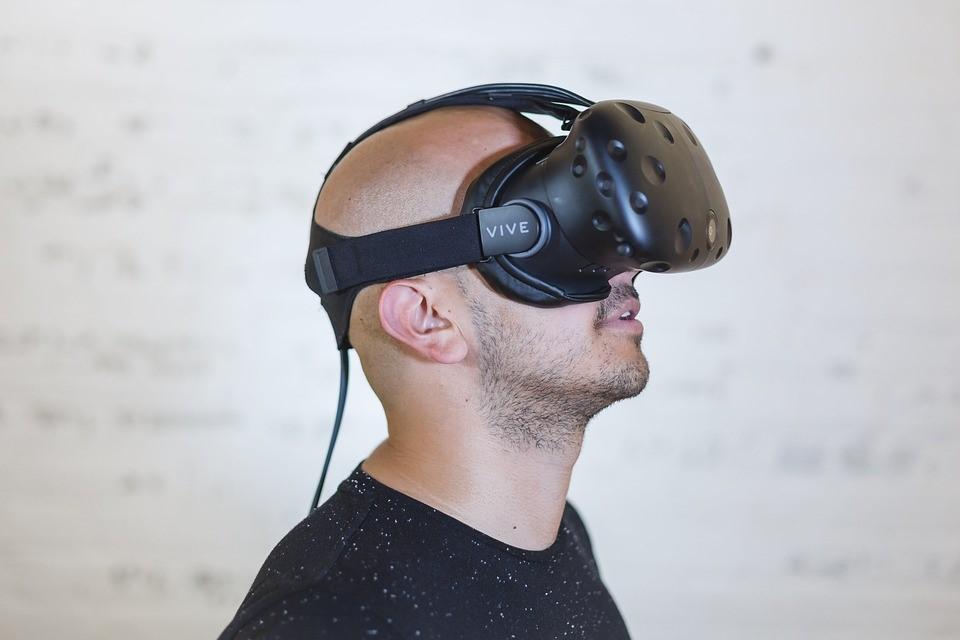 I visori per la realtà aumentata sono un esempio di come la tecnologia possa essere utilizzata per vivere a pieno l'esperienza del gaming amatore