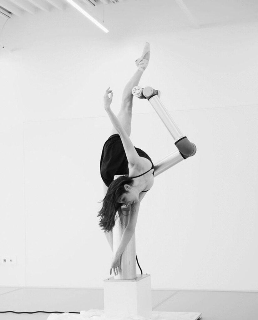 Le incredibili movenze del ballo robot insieme Moore fanno sì che si riesca a sostituire gambe braccia e umane
