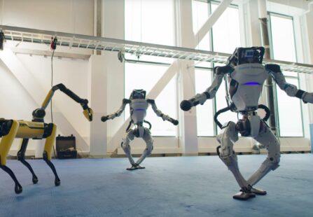 Gli auguri dei ballerini robotici del Boston Dynamics