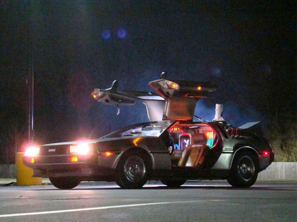 """La DeLorean di """"Ritorno al futuro"""", una delle auto volanti più famose. Credits: Film al cinema"""