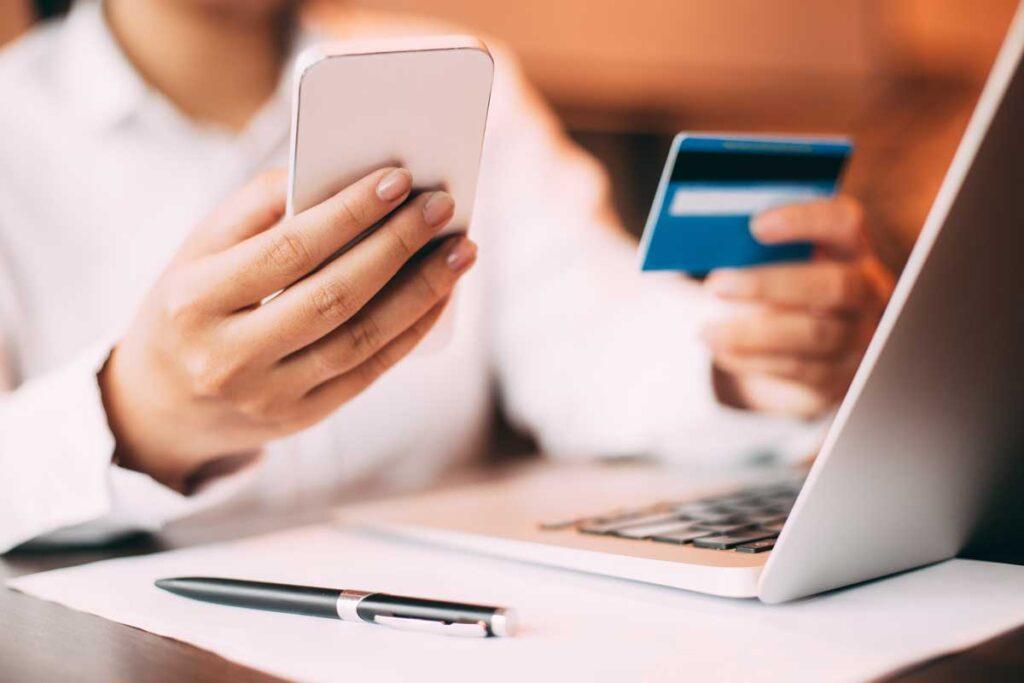 Per utilizzare lo SPID e ottenere un'identità digitale occorre utilizzare un documento di identità valido e la tessera sanitaria. Fonte: Style-Corriere