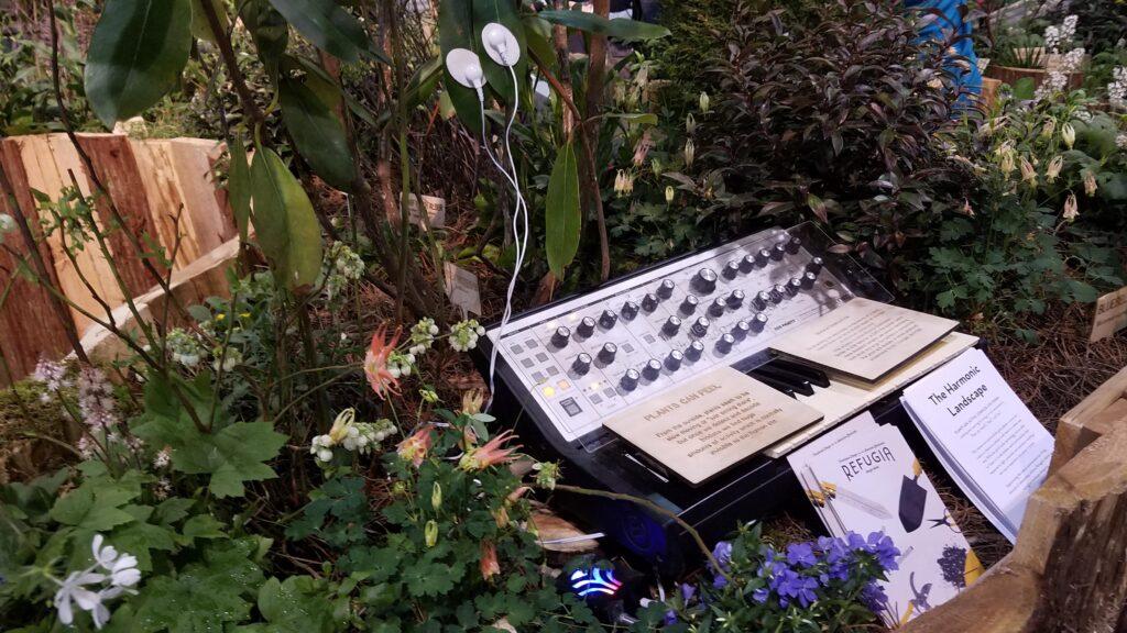 """Un """"concerto"""" di piante tramite il MIDI biodata sonification device. Credits: Statistics2015 (Reddit)"""