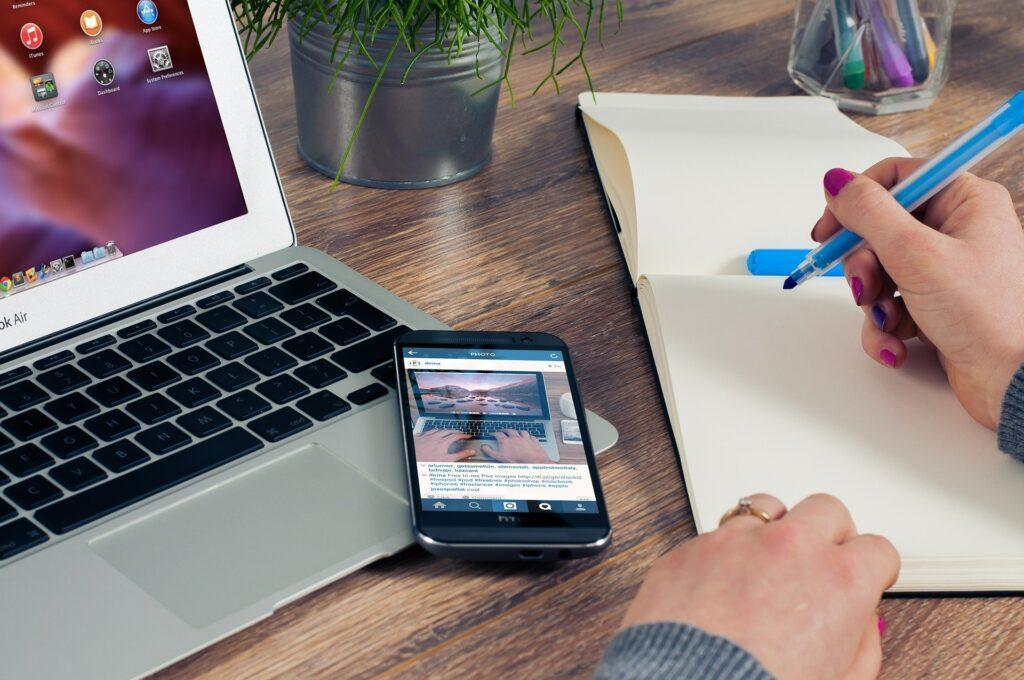 L'ufficio da casa è sicuramente un vantaggio ma può esporci a numerosi attacchi che possono sfruttare la rete domestica per accedere ai dati aziendali.