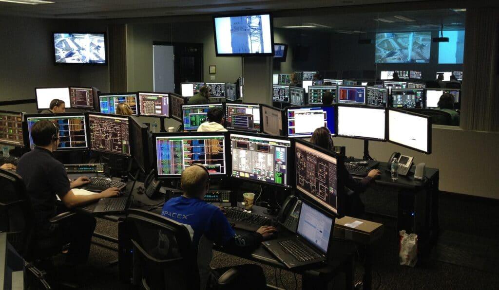software di test e linguaggi di programmazione in SpaceX