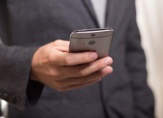 Imitazione indotta dall'uso di smartphone: uno studio dell'Università di Pisa