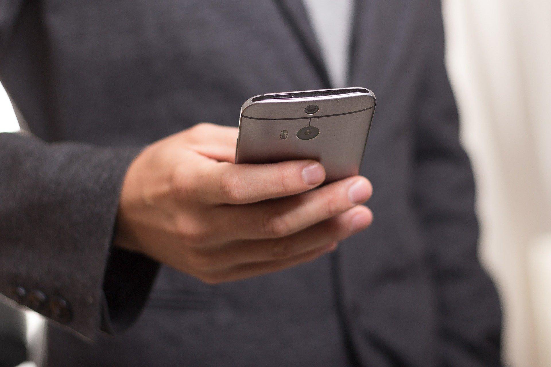 imitazione digitale contagiosa da smartphone