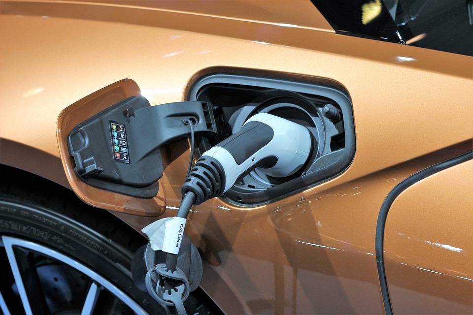 Batteria elettrica al litio : elemento fondamentale delle auto elettriche
