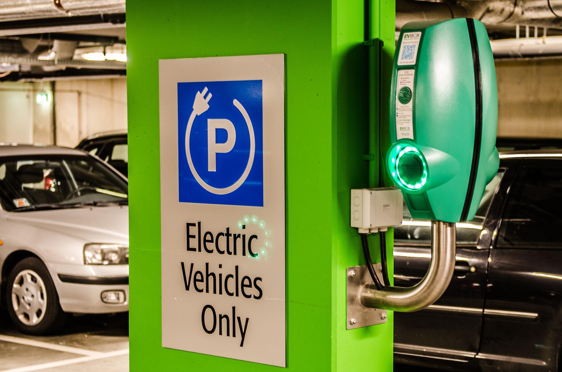 auto elettriche e nuova emergenza