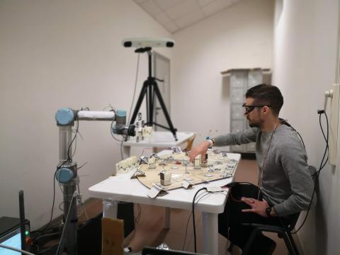 I test effettuati in laboratorio dimostrano come il tempismo sia di aiuto ai robot per renderli maggiormente collaborativi nelle attività svolte insieme agli esseri umani. Fonte: Università Sant'Anna di Pisa.