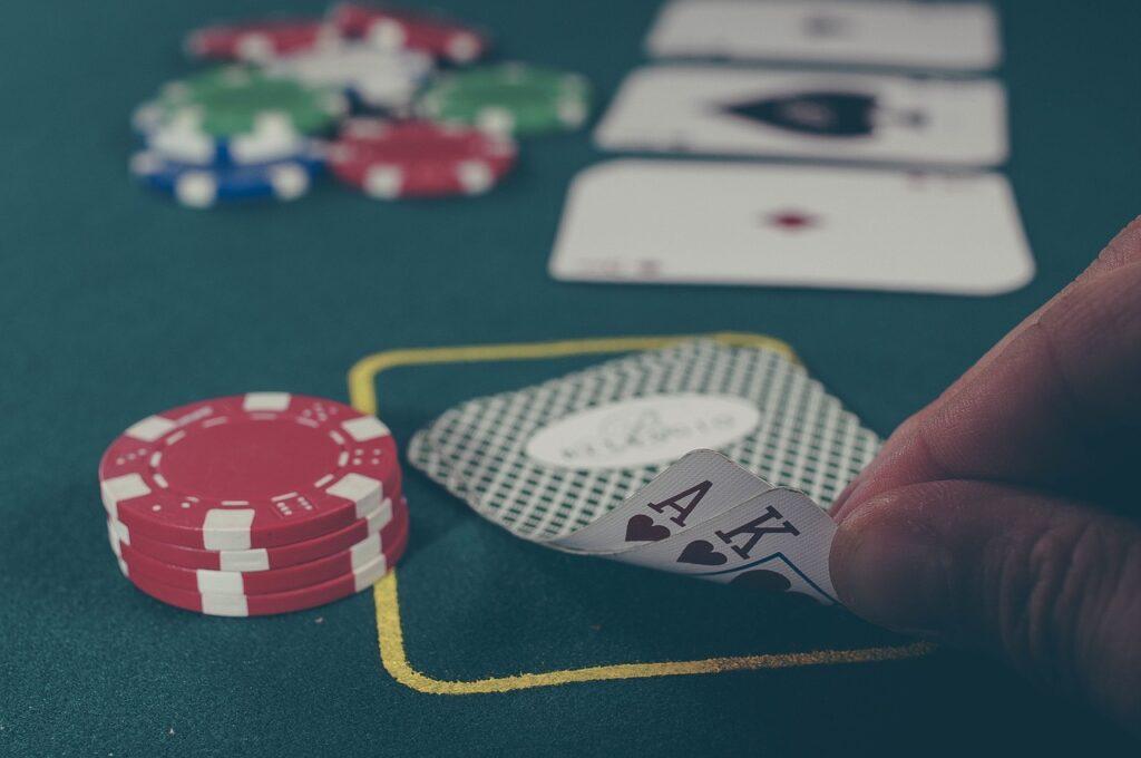 Con il poker i casinò online con licenza AAMS hanno ottenuto un enorme successo.