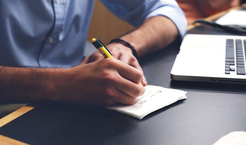 Il lavoratore può richiedere un periodo di aspettativa presentando un modulo al proprio datore di lavoro.