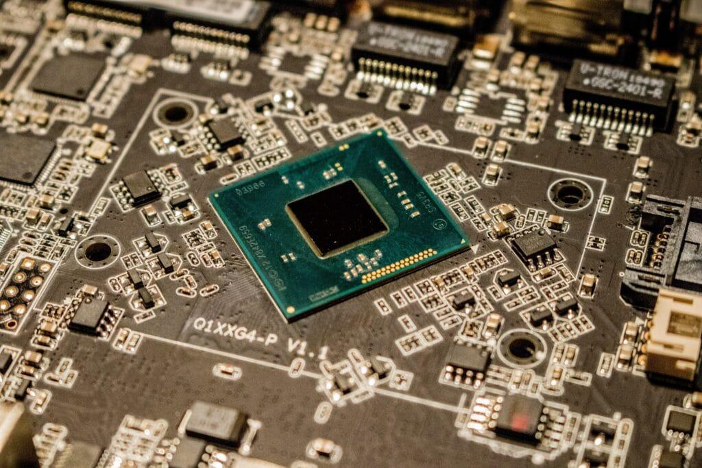Microchip su scheda elettronica. Microchip più piccolo del mondo.